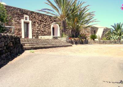 Pantelleria charmante, holiday house. Charming dwelling in a typical old dammuso in Pantelleria, Trapani, Sicily